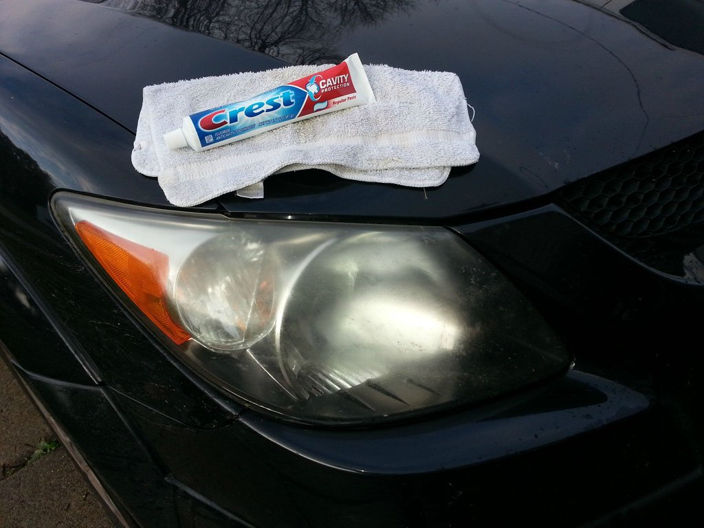 Cleaning headlight with toothpaste